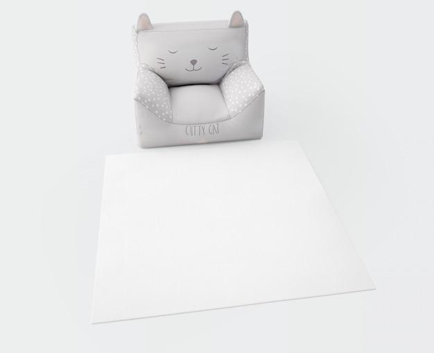 Tappeto bianco e seduta morbida