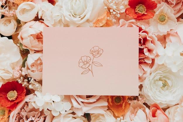 Tarjeta en blanco en maqueta de plantilla de flores