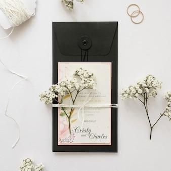 Tarjeta de boda de vista superior con maqueta