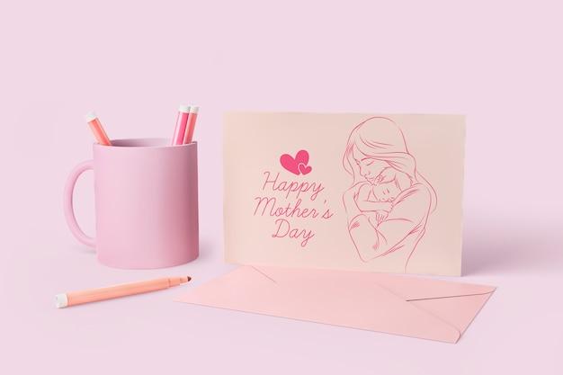 Tarjeta de celebración del día de la madre y taza con maqueta
