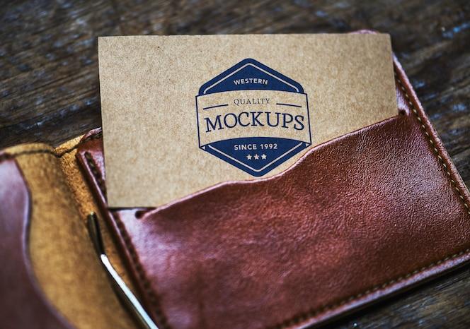 Tarjeta de visita maqueta en una billetera