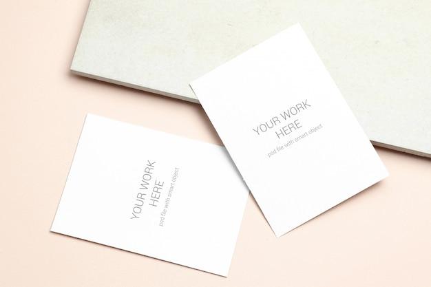 Tarjeta de felicitación de maqueta en color beige