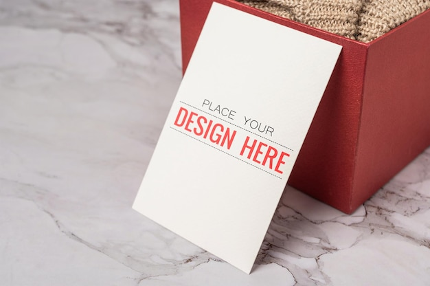 Tarjeta de felicitación de papel maqueta psd