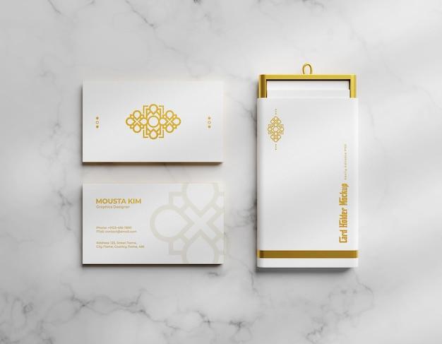 Tarjeta de visita de lujo y elegante con maqueta de portatarjetas