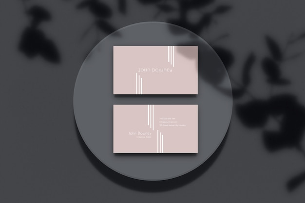 Tarjeta de visita moderna maqueta de papel con sombra