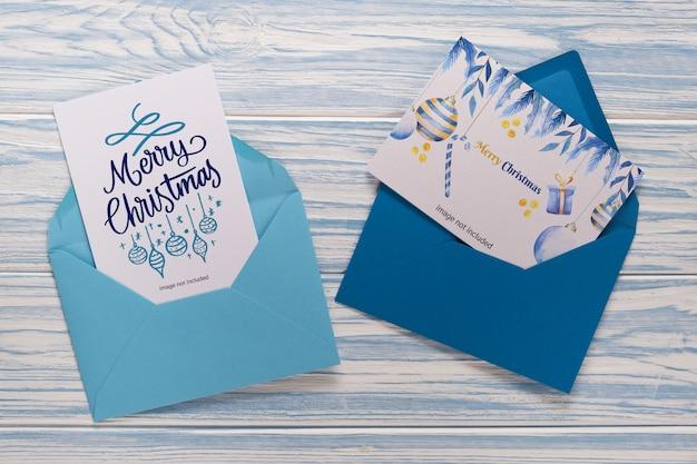 Tarjetas de navidad vacías en sobres