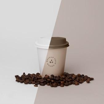 Taza de papel con maqueta de café