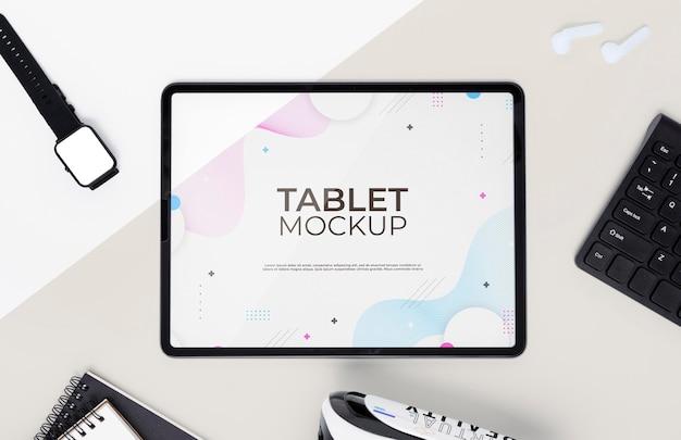 Technologieconcept met digitaal tabletmodel