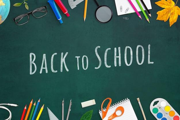 Tekst geschreven met krijt op groene school tafel mockup. bovenaanzicht, plat lag scène maker met schoolspullen