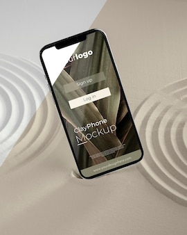 Teléfono de maqueta en composición de arena