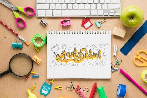 Terug naar school arrangement met toetsenbord