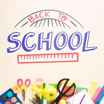 Terug naar school tekenen met kleurrijke benodigdheden