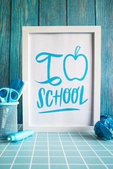 Terug naar schoolspullen met wit frame