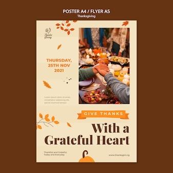 Thanksgiving-dagafdruksjabloon met herfstdetails
