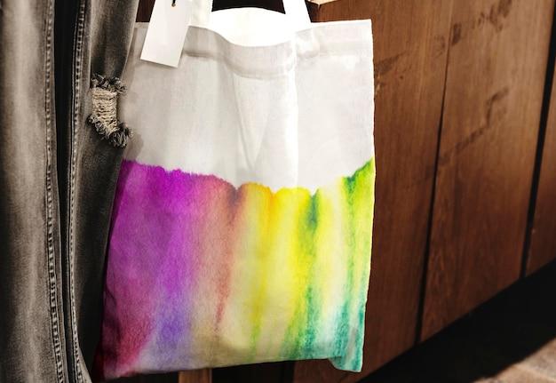 Tie-dye draagtas mockup psd in chromatografie kunstmode