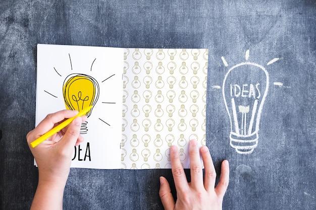 Tips concept met papier gevouwen in het midden