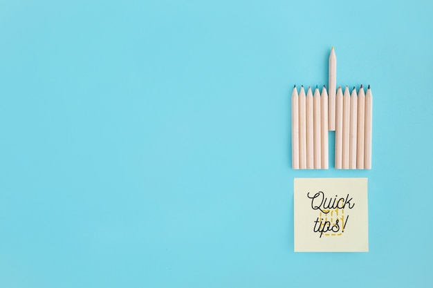 Tips concept met plaknotities en potloden