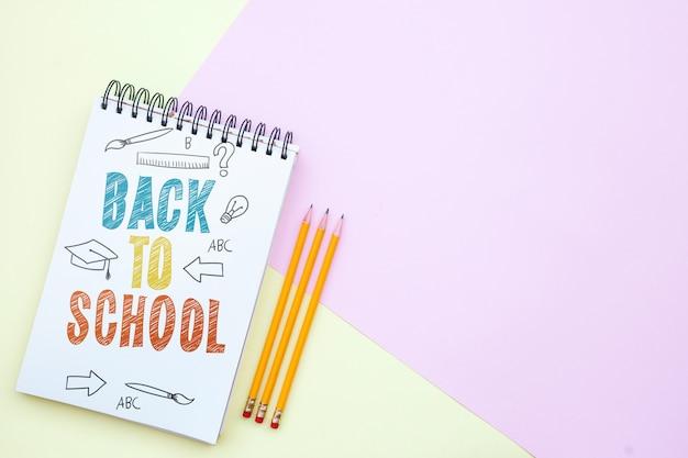 Torna a scuola mockup notebook