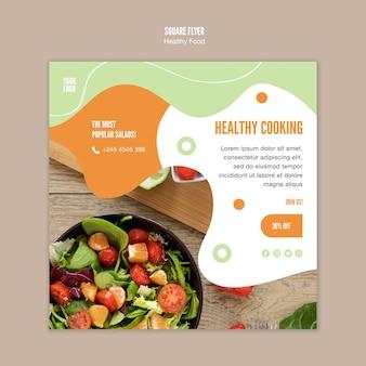 Trakteer uzelf op een vierkante flyer met gezonde voeding