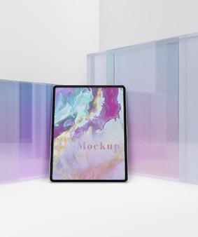 Transparant glazen collectie met tablet