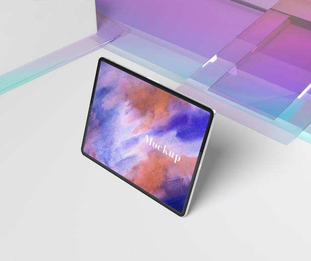 Transparante glazen vorm met tablet