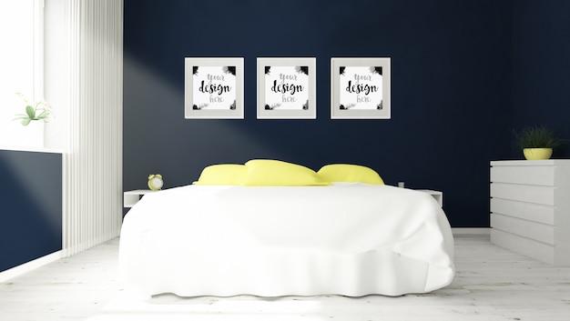 Tres cuadros en la maqueta del dormitorio.