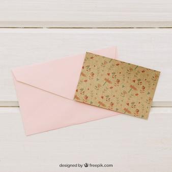 Trouwkaart sjabloon met roze envelop