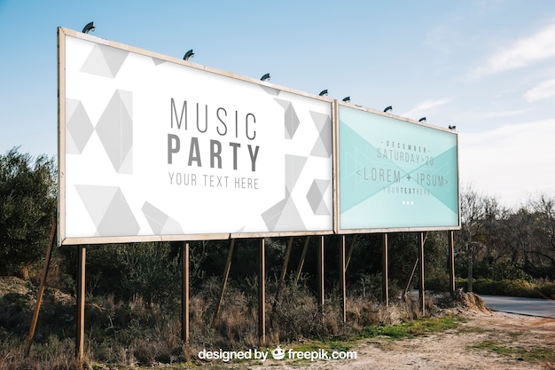 Twee grote billboard-mockups Gratis Psd