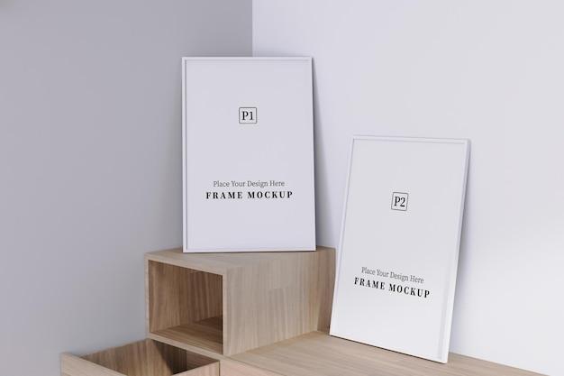 Twee lege verticale frame mockup met schaduw overlay in de kamer