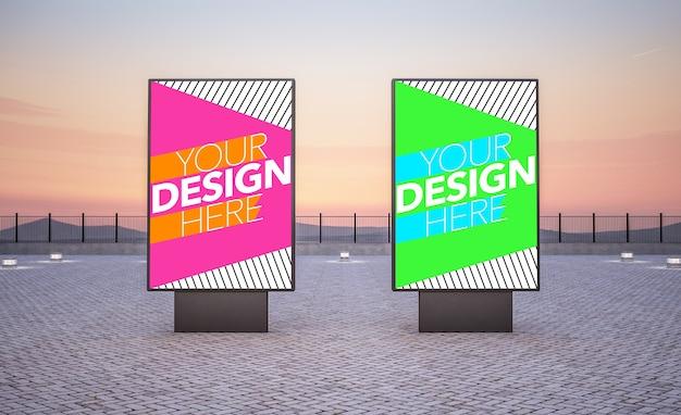Twee reclameborden voor commerciële advertenties bespotten