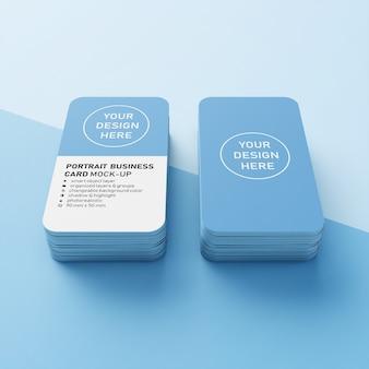 Twee stapels van 90x50 mm realistische verticale visitekaartje met afgeronde hoeken mockup ontwerpsjabloon vooraan perspectief bekijken