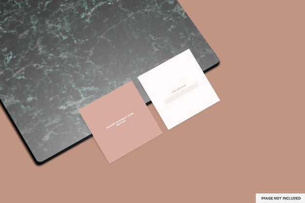 Twee vierkante visitekaartjes mockup met hoge kijkhoek