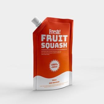 Uitloopzakje gezonde sportdrank en slokje sap matte folie verpakking mockup