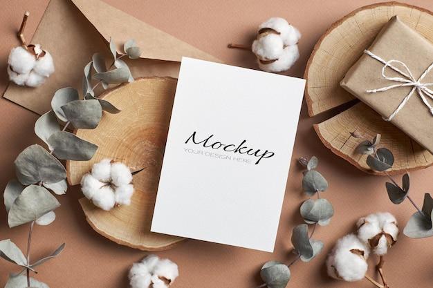 Uitnodiging of wenskaartmodel met envelop
