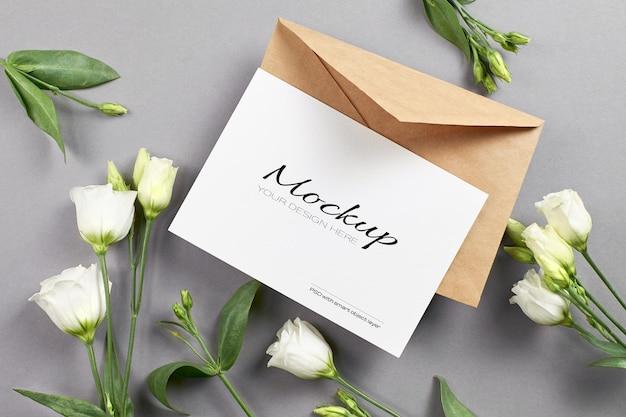 Uitnodiging of wenskaartmodel met witte eustomabloemen