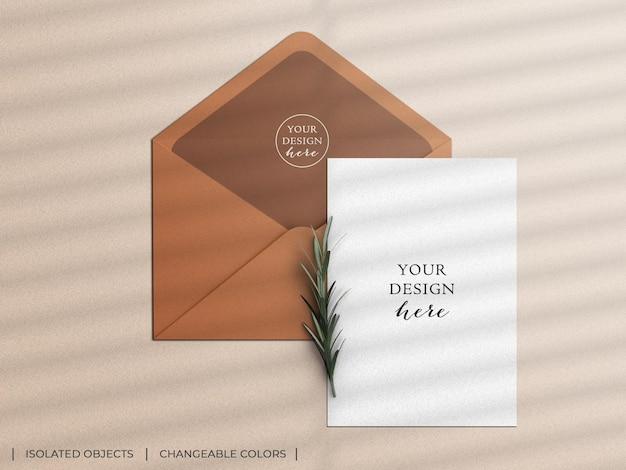 Uitnodiging wenskaart flyer en envelop mockup