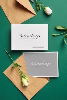 Uitnodigingskaartmodel met voor- en achterkant papieren achtergrond