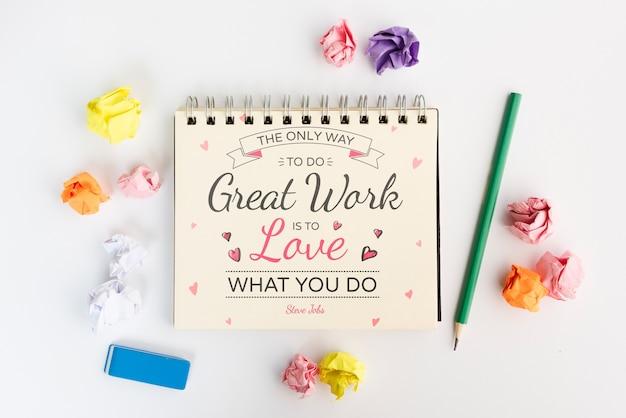 La única forma de hacer un gran trabajo es amar qué hacer cita en el bloc de notas