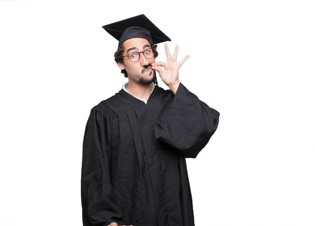 Uomo barbuto laureato che sembra arrabbiato