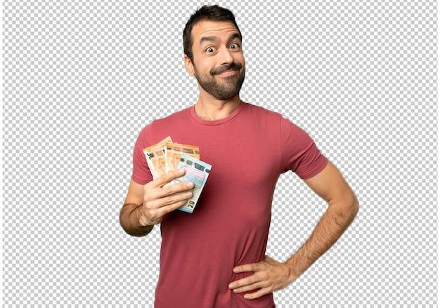 Uomo che prende un sacco di soldi in posa con le braccia all'anca e ridendo guardando in avanti