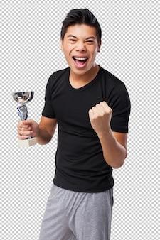 Uomo cinese felice di sport con il trofeo