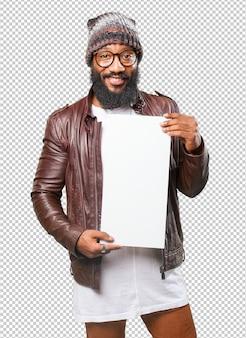 Uomo di colore che tiene un cartello in bianco