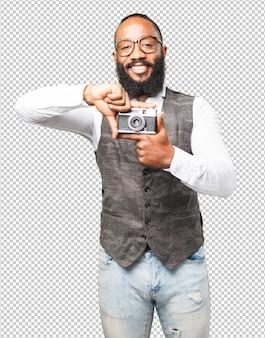Uomo di colore con una macchina fotografica