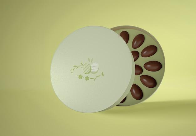 Uova di cioccolato dell'angolo alto in scatola
