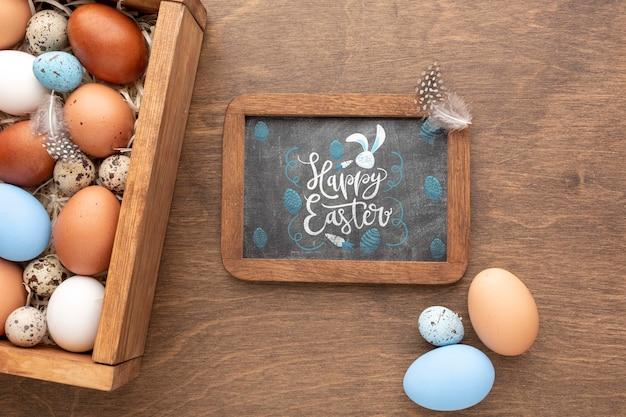 Uova e cornice dipinte a pasqua