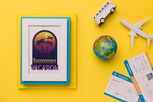 Vacaciones de verano con elementos relacionados con viajar