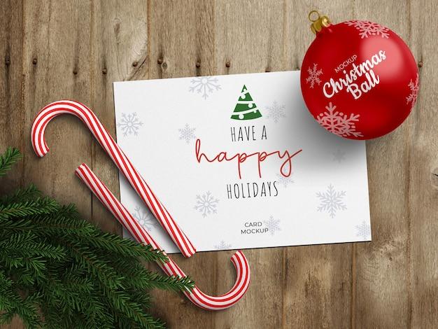 Vakantie wenskaart en kerstbal mockup