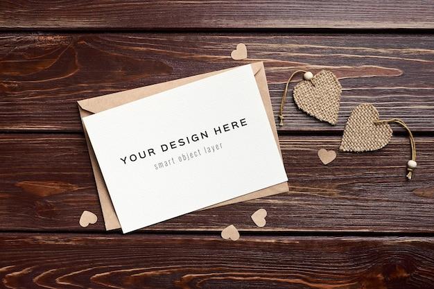 Valentijnsdag kaartmodel met hartendecoraties