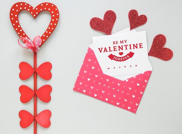 Valentine-kaartmodel met samenstelling van voorwerpen