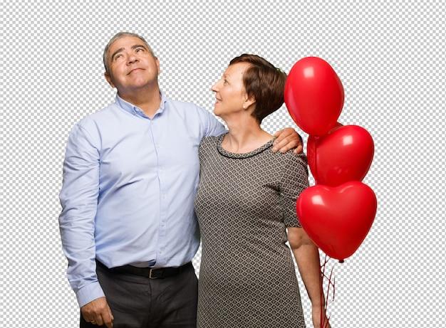 Van middelbare leeftijd paar vieren valentijnsdag